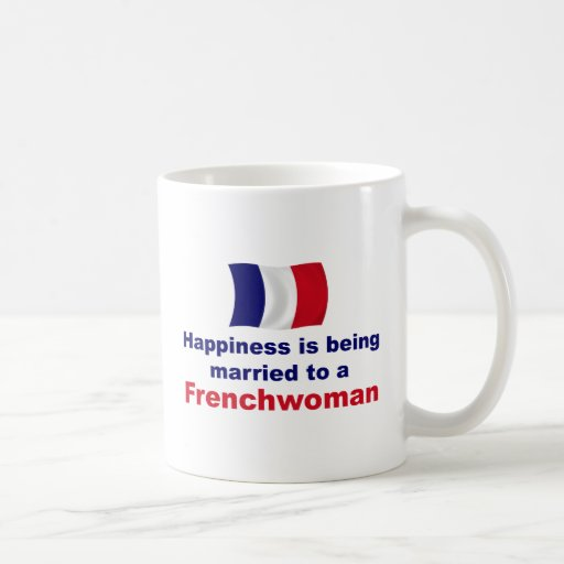 Francesa feliz casada taza de café