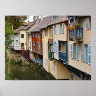 Francia, el Jura, Arbois, sobresaliendo por el río Impresiones