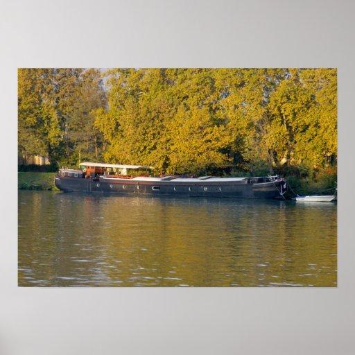 Francia, el río Rhone, cerca de Aviñón, gabarra ad Posters