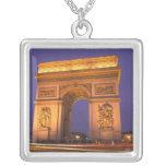 Francia, París, Arco del Triunfo en la oscuridad Colgante Cuadrado