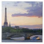 Francia, París, barco del viaje en el río el Sena, Tejas Ceramicas