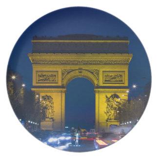 Francia, París. El Arco del Triunfo y Platos