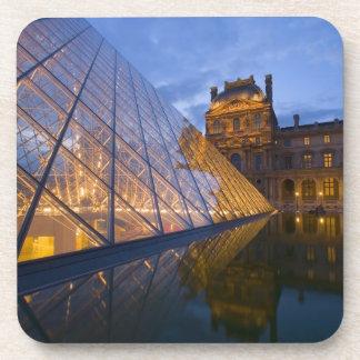 Francia París El Louvre en el crepúsculo Crédit Posavasos