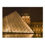 Francia, París. El Louvre en el crepúsculo. Tarjetas Postales