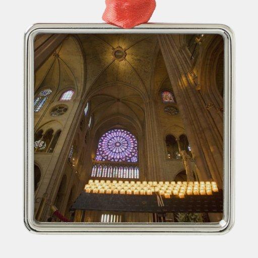 Francia, París. Interior de la catedral de Notre Adorno Navideño Cuadrado De Metal