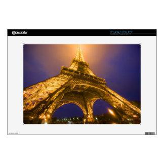 Francia, París. Mirada para arriba de la base de Calcomanías Para Portátiles