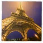 Francia, París. Mirada para arriba de la base de E Azulejo Cuadrado Grande