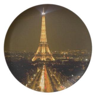 Francia, París. Opinión de la noche de la torre Ei Plato Para Fiesta