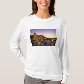 Francia, París, río el Sena y Conciergerie en Playera