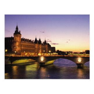 Francia, París, río el Sena y Conciergerie en Postal