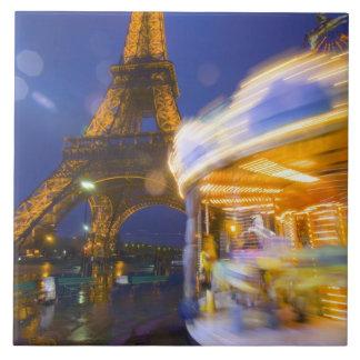 Francia, París. Torre Eiffel en la niebla crepuscu Tejas Ceramicas