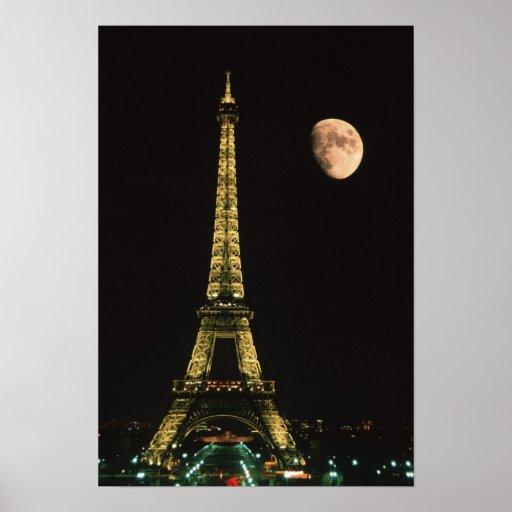 Francia, París. Torre Eiffel en la noche con Impresiones