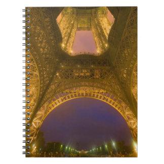 Francia, París. Torre Eiffel iluminada en 2 Libreta Espiral