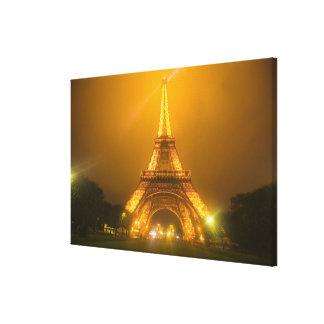 Francia, París. Torre Eiffel iluminada en 3 Lona Envuelta Para Galerías