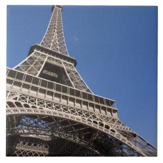 Francia, París, torre Eiffel, opinión de ángulo ba Azulejo Cuadrado Grande