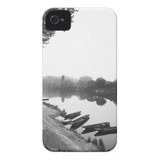 FRANCIA, Touraine, el Loira: Barcos de CHINON Funda Para iPhone 4 De Case-Mate