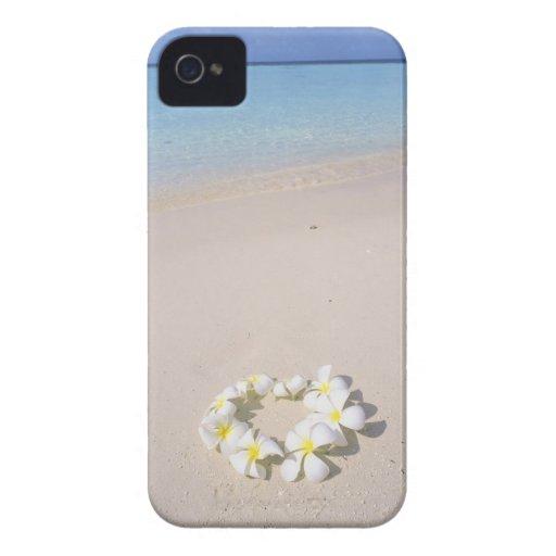 Frangipani en la playa iPhone 4 Case-Mate coberturas