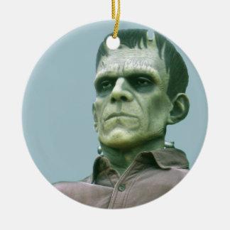Frankenstein y cielos azules - fotografía adorno redondo de cerámica