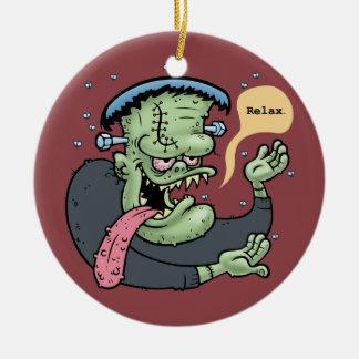 Franky dice tan adorno navideño redondo de cerámica