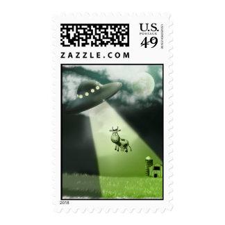 Franqueo cómico de la abducción de la vaca del UFO