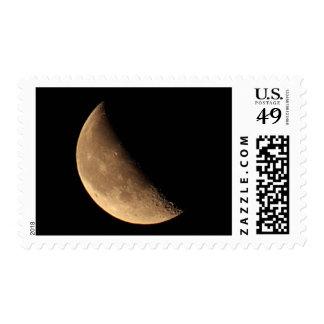 Franqueo de disminución de la foto de la luna cuar
