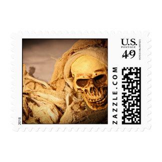 Franqueo de Halloween del cráneo de la momia