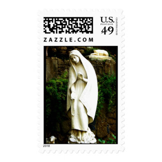 Franqueo de la estatua del jardín del Virgen María