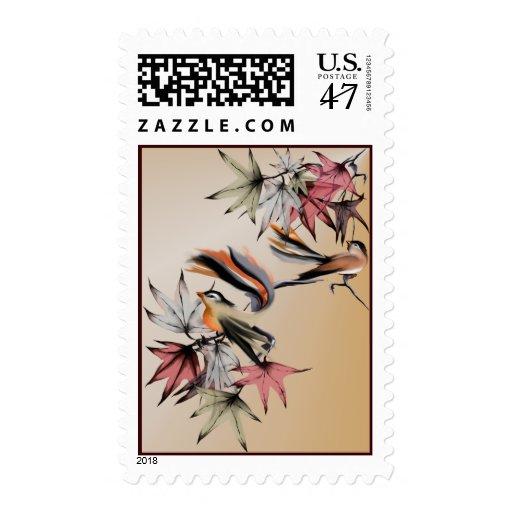 Franqueo de las hojas de otoño y de dos pájaros timbre postal