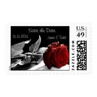 Franqueo del boda - ahorre la fecha, rosa rojo estampillas