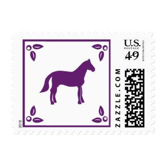 Franqueo del caballo del arbolado por las sello