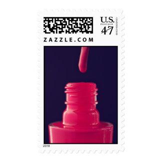 Franqueo del esmalte de uñas timbre postal