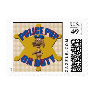 Franqueo del perrito de la policía