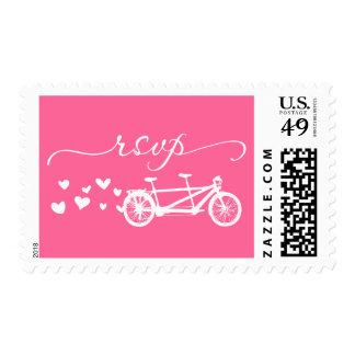 Franqueo en tándem rosado de los corazones de la timbre postal