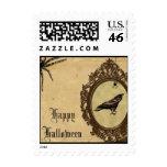 Franqueo fantasmagórico de Halloween del cuervo y