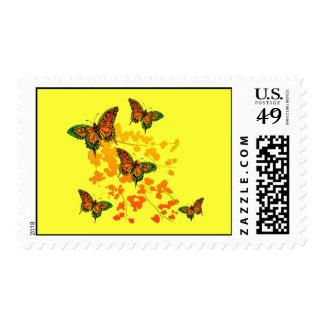 Franqueo floral de la mariposa timbre postal