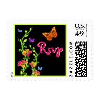 Franqueo floral de RSVP de la mariposa de neón ros