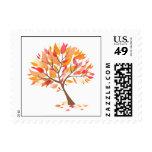 Franqueo hermoso del árbol del tema del otoño pequ