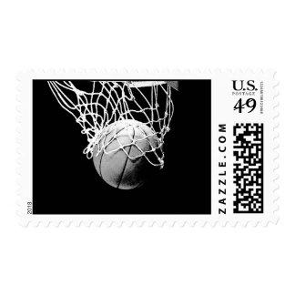 Franqueo negro y blanco del baloncesto