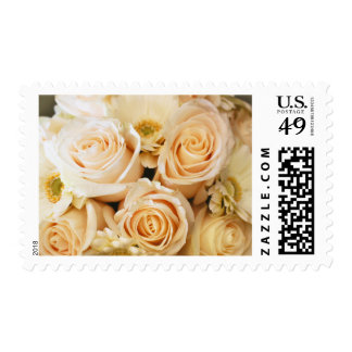Franqueo nupcial del ramo de los rosas blancos del sello postal