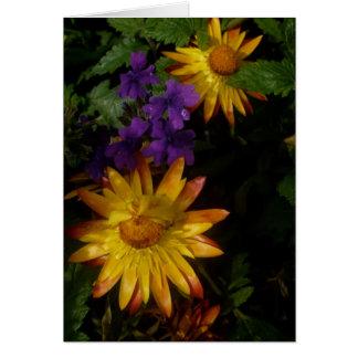 Franqueo púrpura y amarillo de las flores el | tarjeta de felicitación
