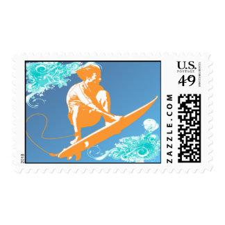 Franqueo que practica surf