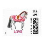 Franqueo rosado del caballo del amor de la tarjeta