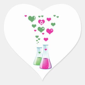 Frasco de la química, cristalería de laboratorio, pegatina en forma de corazón