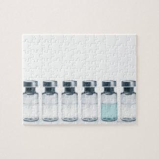Frascos que contienen la medicina para las inyecci puzzles