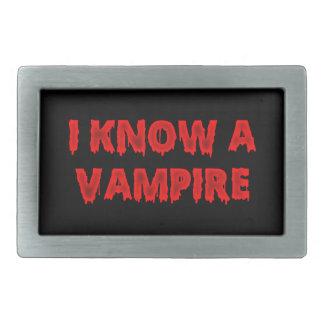 Frase de Halloween conozco a un vampiro Hebilla De Cinturón Rectangular