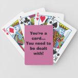 Frase divertida en la cubierta de tarjetas cartas de juego