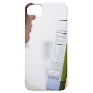 Frau, die Nahrungsaufkleber vergleicht iPhone SE/5/5s Case