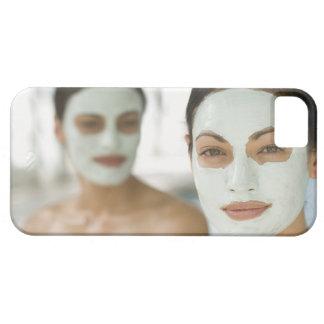 Frauen, die in den Schönheitsschlammmasken lächeln iPhone SE/5/5s Case