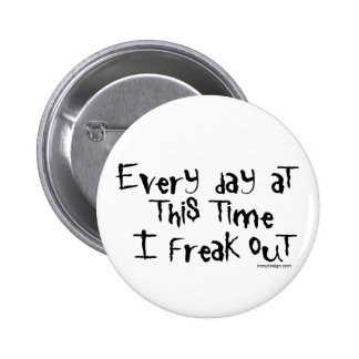 ¡Freak hacia fuera! Refrán divertido Pin Redondo De 2 Pulgadas