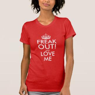 Freak hacia fuera y ámeme la camiseta de las mujer